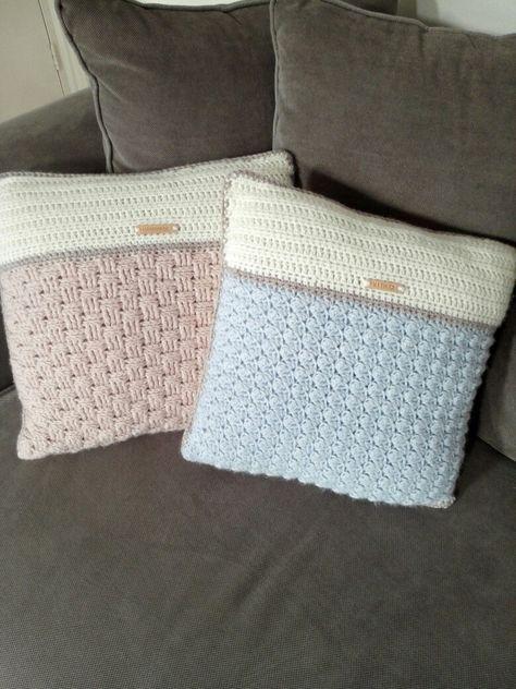 Gehaakte kussens, gemaakt van Julia wol, haaknaald 6&7. Mandensteek & blanket stitch!