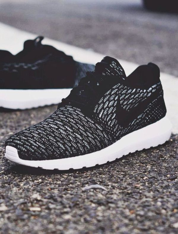 nike roshe run flower black&white scroll corner