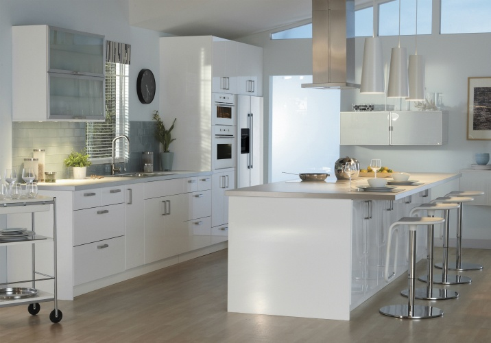 Sleek. Simple. Subtly sophisticated. Live in modern style with the ABSTRAKT kitchen.