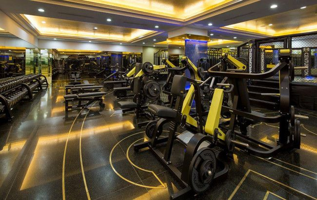 Everyone knows what a gym looks like. It has your basic workout equipment, water fountain, change room, and if your lucky a pool and a sauna. But there is a luxury gym in Vietnam with over 24 locations where memberships start at $8,000 per year and go all the way up to $24,000 per year! #bodybuilding #bodybuildingnews #fitness #gym #workout #train #training