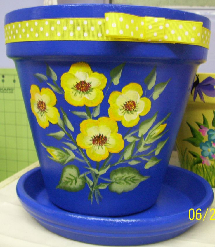 Flower pot painted by Joann, one of my students.