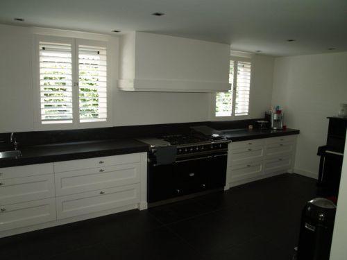 Vri interieur landelijke keuken modern wit met houten laden en lacanche fornuis kitchen - Eigentijdse houten keuken ...