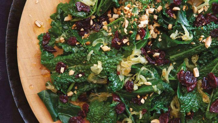 Receta | Salteado de col rizada y arándanos (Kale and cranberry toss) - canalcocina.es