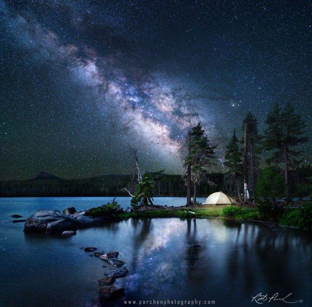 Gambar Langit Indah Malam Hari 20 Pemandangan Malam Penuh Bintang Yang Membuatmu Ingin Terus Berada Pulau Berla Night Sky Photos Starry Night Sky Night Skies
