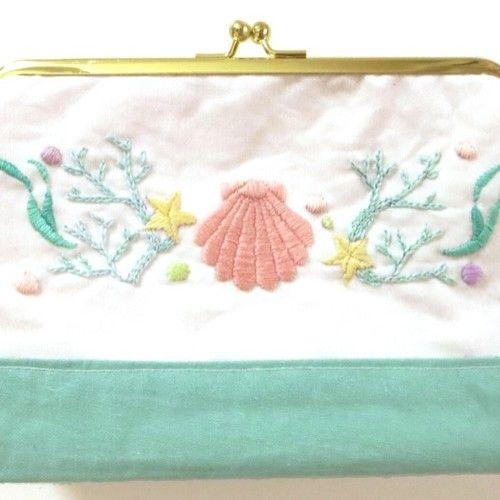 パステル刺繍のがまポーチ(海の生き物)