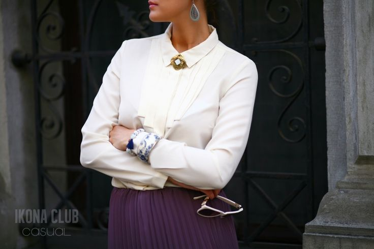 #STREET #FASHION #CASUAL #STYLE #BLOG #ACCESSORIES #DETAILS #SKIRT #PLISSE #BLOUSE #BROOCH #BANGLE