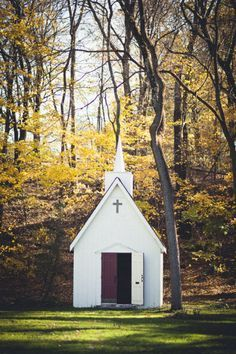 A sweet chapel in the woods. Photography by studiouma.com / Venue by rockmillbrewery.com