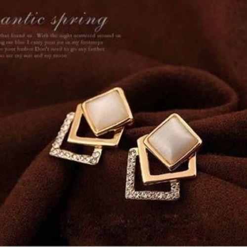 ต่างหูคริสตัล แฟชั่นเกาหลีดีไซน์สี่เหลี่ยมไขว้ Chandelier Crystal Earring นำเข้า สีทอง - พร้อมส่งW550 ราคา300บาท
