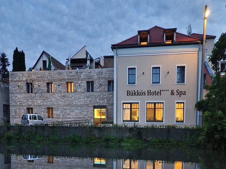 Négycsillagos wellness részleggel rendelkező szálloda várja vendégeit Szentendre szívében.