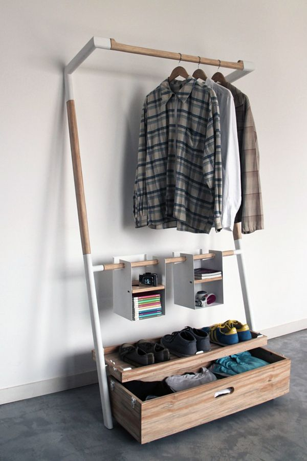 If you've ever moved into a new place without furniture or anywhere to hang your clothes, you'll appreciate the Arara Nômade. It's an all-in-one solution for organizing clothes packed into one compact box. No screws, no glues, no technical know-how… just one intuitive structure that's easily mounted or unmounted. Perfect for the modern nomad or anyone who needs a quick closet solution!
