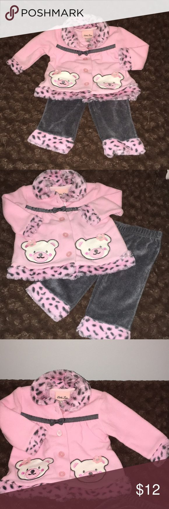Adorable & Cozy Baby Outfit Pink button up and matching gray pants with leopard print faux fur trim on both. The little bears on top are pockets. Super cute 😊 Size 6-9 mo Little Lass Matching Sets