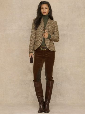 Tweed blazer + burgundy jeans + boots = outfit idea. Want this