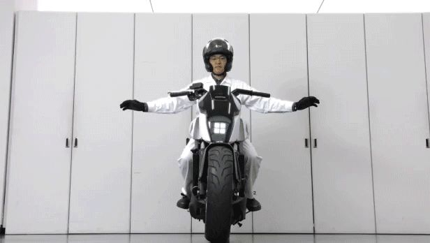 立ちゴケしないバイク「Honda Riding Assist」公開。ASIMO/UNI-CUBのバランス技術応用 - Engadget 日本版