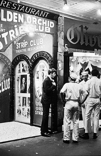 US Servicemen at the Golden Orchid, Kings Cross 1970-71, Image by Rennie Ellis.