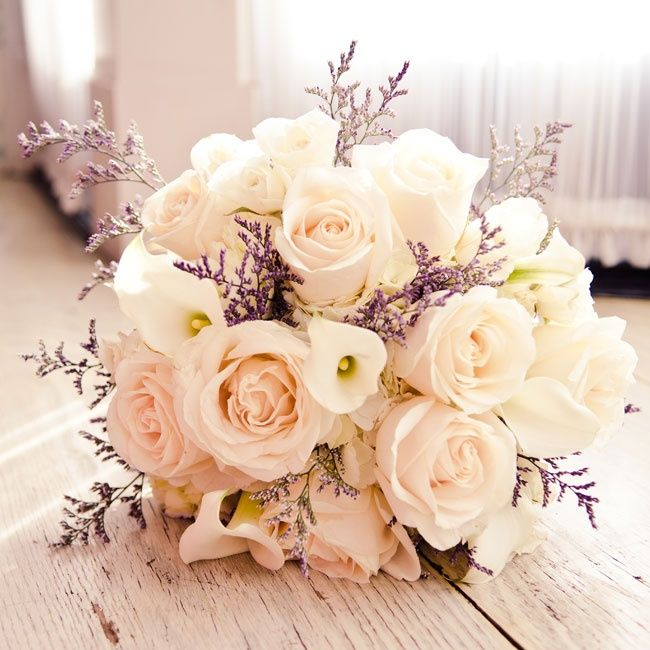 An elegant bouquet of roses, white mini calla lilies and lavender limonium | Sewickley Photography