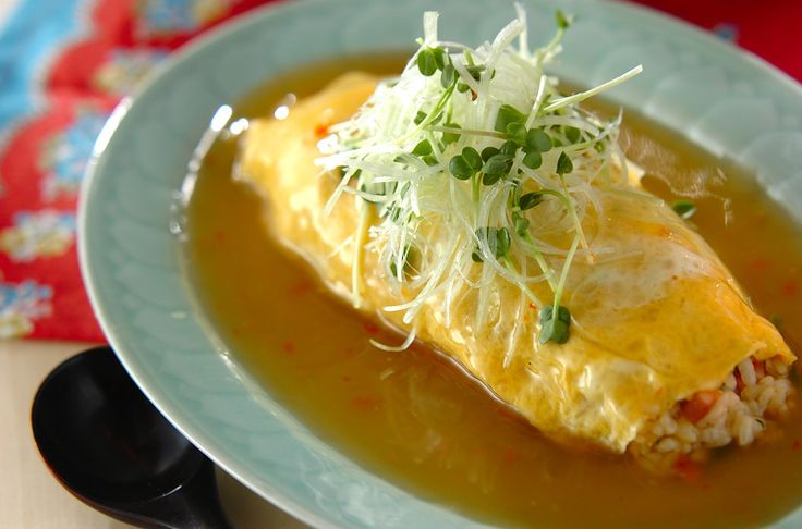 ふわふわの卵にトロ~リとしたあんがかかって美味! ご飯はチャーシューを混ぜたチャーハンなので、子供も好きな味です。あんかけオムライス[中華/米料理(チャーハン等)]2014.02.24公開のレシピです。