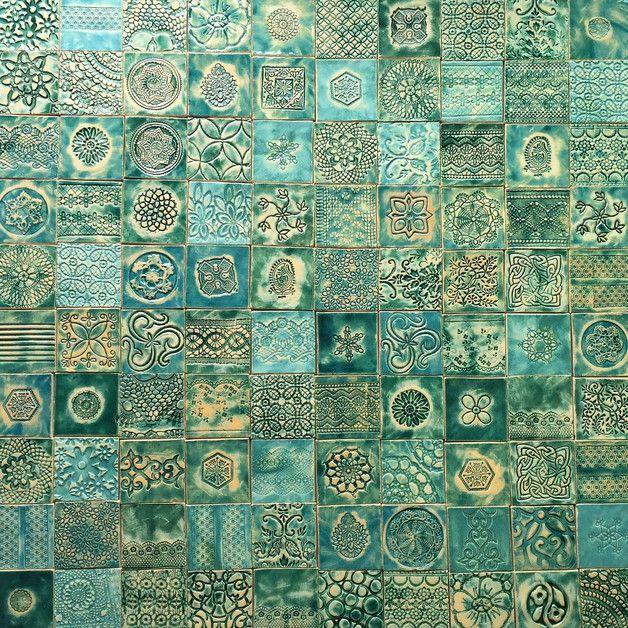 Set von 100 kachel. Keramisch, handgearbeitet und …
