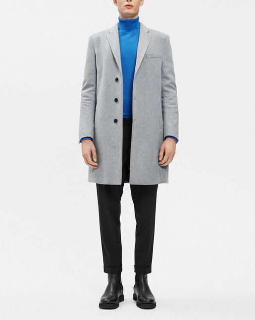 A classic and clean signature coat with a sharp, tailored look. Made from a warm recycled wool blend and with four inseam front pockets and one rear vent. Through upper pockets you are able to reach interior pockets. Coat comes with optional wool pins for