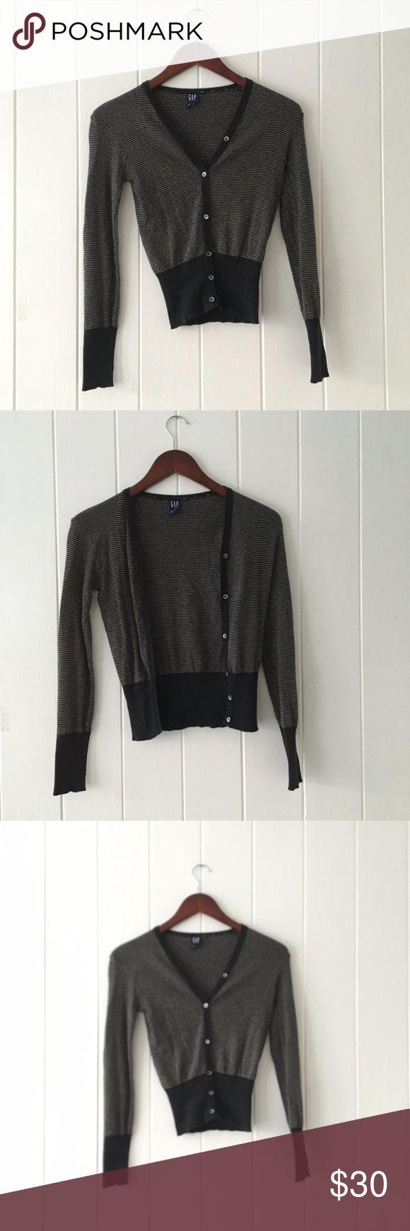 Gap Striped Black & White Cardigan Sweater Small pin-striped Long sleeve sweater 100% Cotton Fall / Winter Outerwear Basic Cardigan GAP Sweaters Cardigans