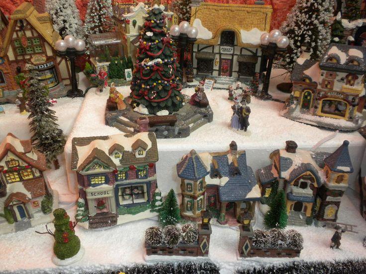 Villa navide a christmas pinterest villas for Villas navidenas de porcelana