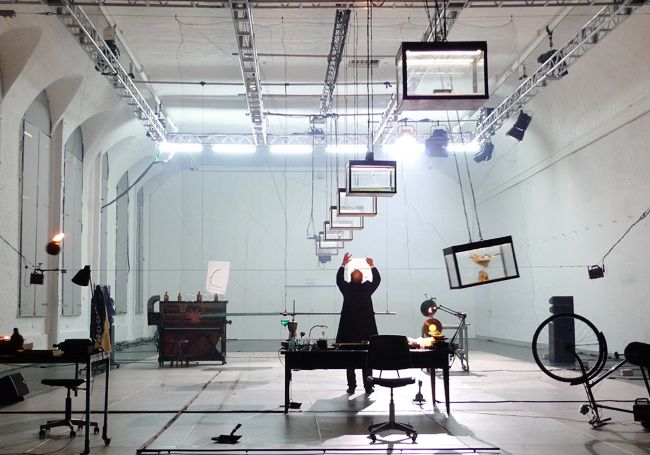 Set and light design: Klaus Grünberg, Max Black, with André Wilms, Théâtre de Vidy, Lausanne 1998
