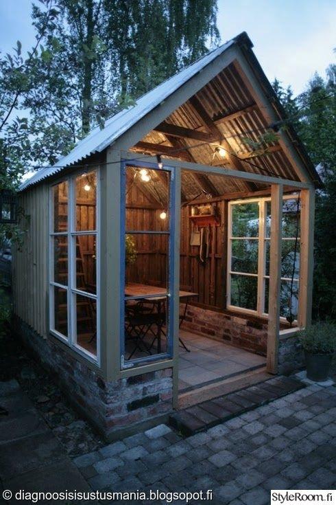 kasvihuone,sirkusvalot,vanhat ikkunat,peltikatto,piha,Tee itse - DIY