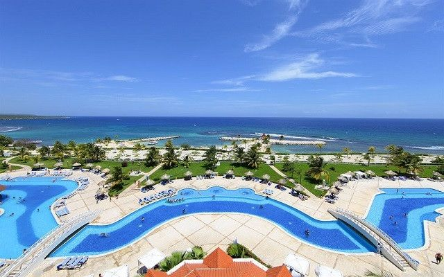 Jamaica Vacations - The Grand Bahia Principe Jamaica is an award-winning beachfront resort in secluded Runaway Bay.