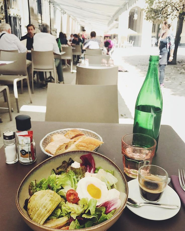 Nice food, Nice place, Nice weather in #palaisroyal  #Paris #France #student #studentlife #travel #travelphotography #lunch #cafe #restaurant #palaisroyal #hot #巴黎皇家宮殿 http://butimag.com/ipost/1554405910264500047/?code=BWSW_CWFU9P