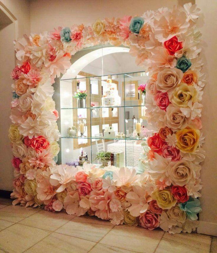 Paper flowers                                                                                                                                                                                 Mais