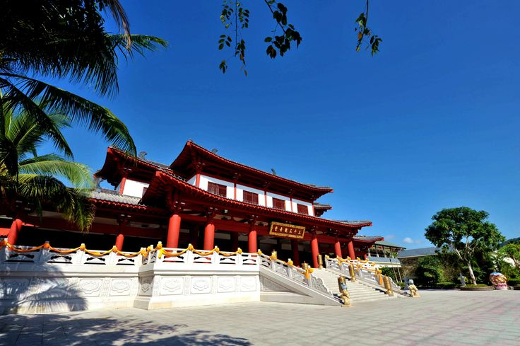 Make a visit to Guanyin temple part of your plan to learn more about local life in Sanya.
