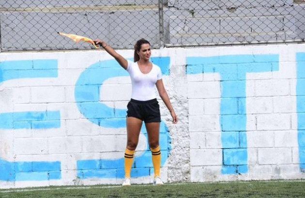 [Ελεύθερος Τύπος]: Βοηθός διαιτητή στη Βραζιλία συμμετέχει σε αγώνα χωρίς σουτιέν [εικόνες] | http://www.multi-news.gr/eleftheros-tipos-voithos-dietiti-sti-vrazilia-simmetechi-agona-choris-soutien-ikones/?utm_source=PN&utm_medium=multi-news.gr&utm_campaign=Socializr-multi-news