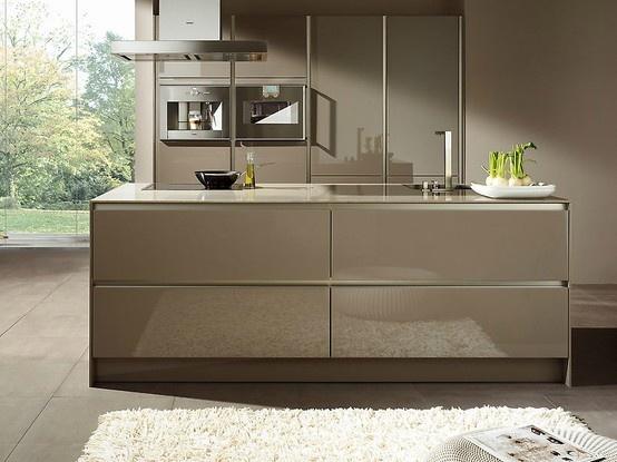 Einrichtungsideen Für Moderne Küchen In Eine Charaktervolle Und Edle  Farbe.Die Farbe Grau Lässt Sich Wunderbar Mit Verschiedenen Materialien Und  Anderen.