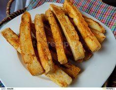 Rozpustíme máslo a smícháme ho s česnekem, kořením a solí. Z rohlíků odřežeme špičky a rohlík nakrájíme na tyčky.Mašlovačkou každou tyčku lehce...