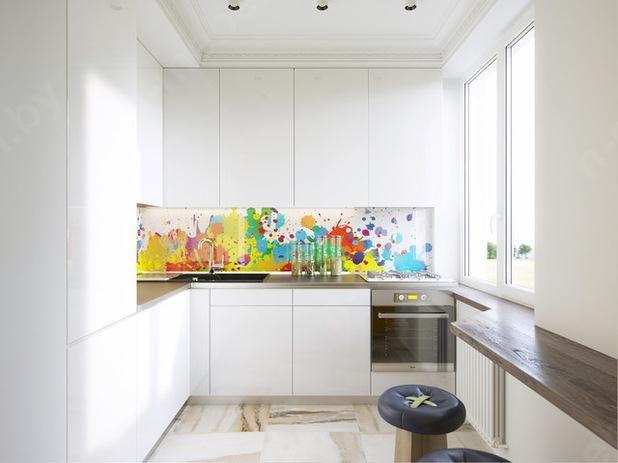Кухня белая с красочным Фартуком