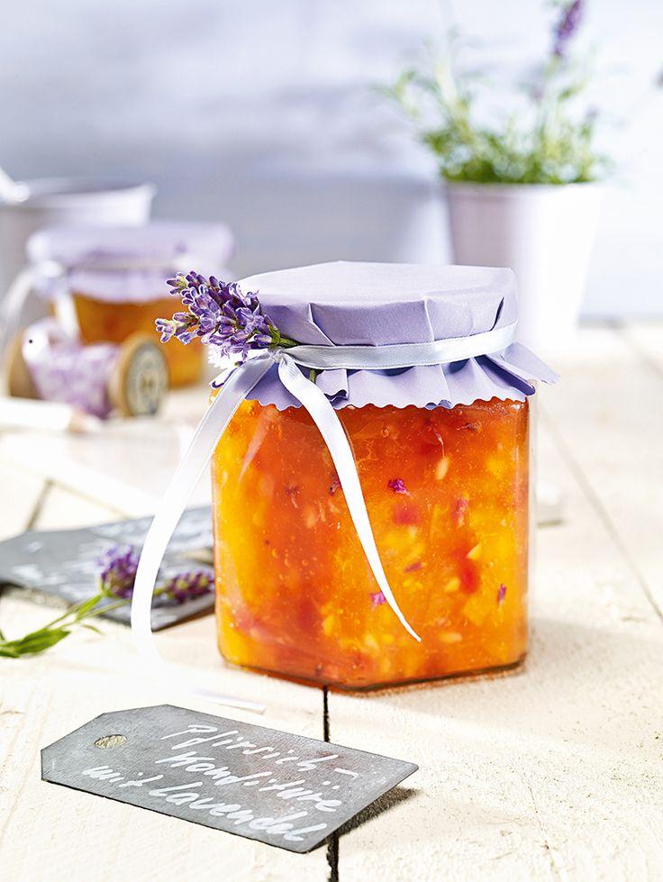 Pfirsich-Konfitüre mit Lavendel -  Eine fruchtige Pfirsichkonfitüre mit Lavendelduft zum Frühstück                                                                                                                                                                                 Mehr