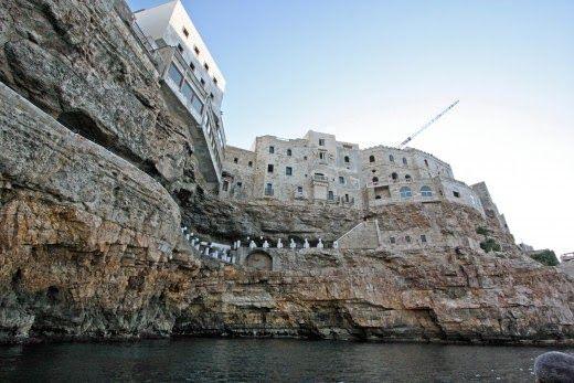 etsi: Ένα ιταλικό εστιατόριο σε σπηλιά είναι ίσως από τα...