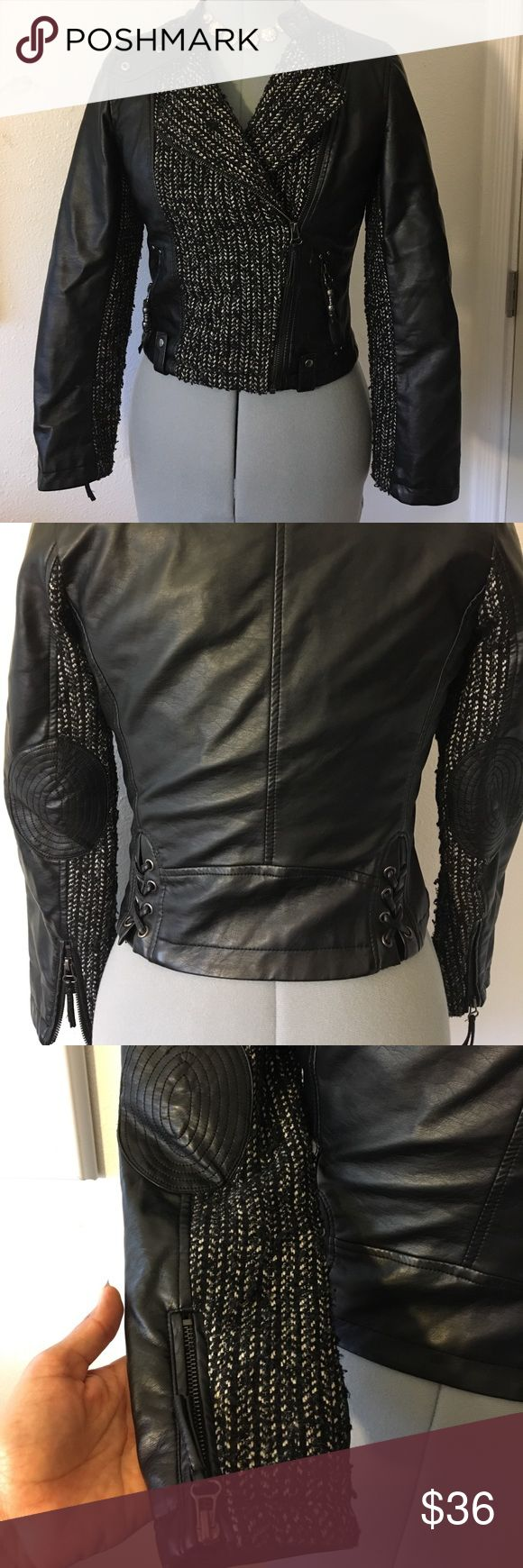 Jessica Simpson Girls Jacket Black, beautiful jacket. Fits a size S women . Meant for girls age 14-16 . Zippers work very well Jessica Simpson Jackets & Coats