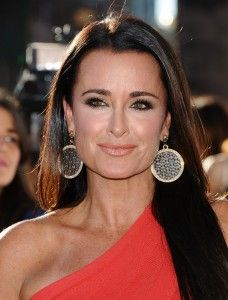 Kyle Richards Black Circle Earrings DETAILS: http://www.bigblondehair.com/real-housewives/rhobh/kyle-richards-circle-earrings-at-her-fundraiser/