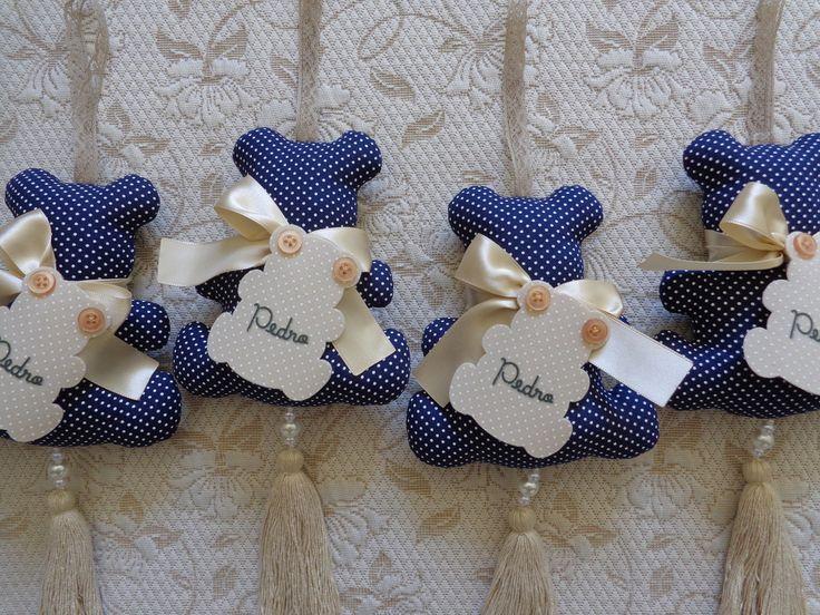 Quer deixar o momento mais inesquecível ainda, com essa linda lembrança maternidade, também pode ser usada para chá de bebê... batizado, além de muito graciosa é um elemento decorativo super estiloso!!! Móbile perfumado em formato de urso... em tecido poá, nas cores: marinho, branco e bege..... c...