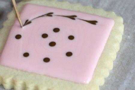 simpatico blog che mostra come decorare i biscotti con la glassa