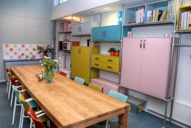 die besten 25 b ro pausenraum ideen auf pinterest pausenraum esszimmer und wartezone. Black Bedroom Furniture Sets. Home Design Ideas