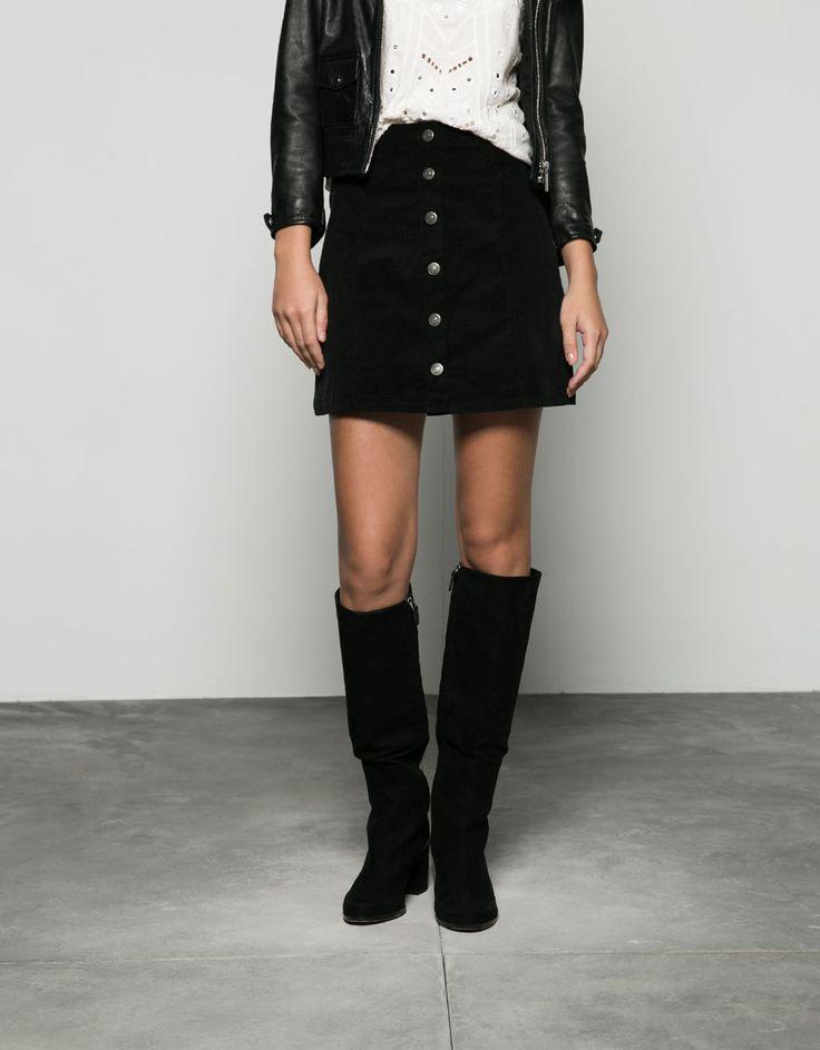 45 bershka Krótka spódniczka z drobnego sztruksu z guzikami na przodzie.  Odkryj to i wiele innych ubrań w Bershka w cotygodniowych nowościach
