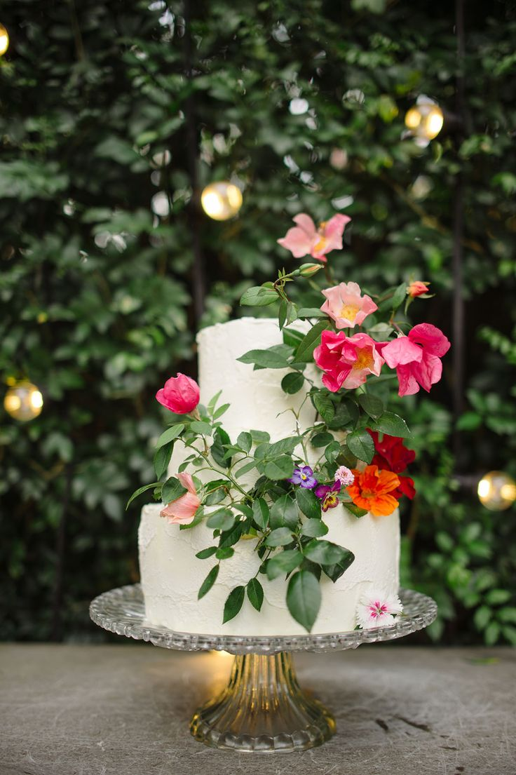 Cake by Gillian Bell and lighting by AVIdeas | Evernew Studio
