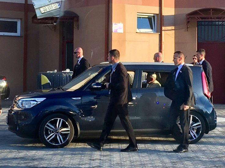 "Antonio Spadaro na Twitterze: ""Si procede. Ecco la papamobile ... #PapaInGeorgia https://t.co/GQ2THH0WEZ"""