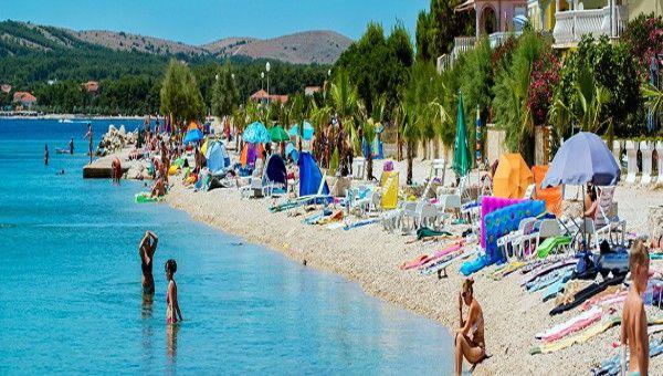 Horvátországi homokos #tengerpart, #Vir #apartmanok, dalmáciai körutazások a nyári szezonban.