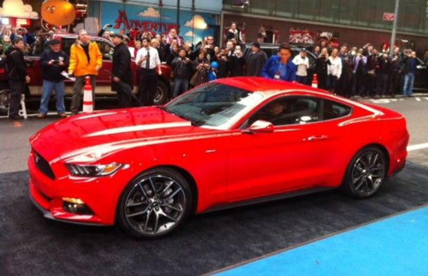 Ford apresenta novo Mustang, que chega ao Brasil a partir de 2015