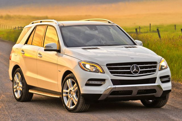 Which luxury crossover is better: the 2014 Mercedes-Benz ML350 or 2015 Mercedes-Benz ML400?