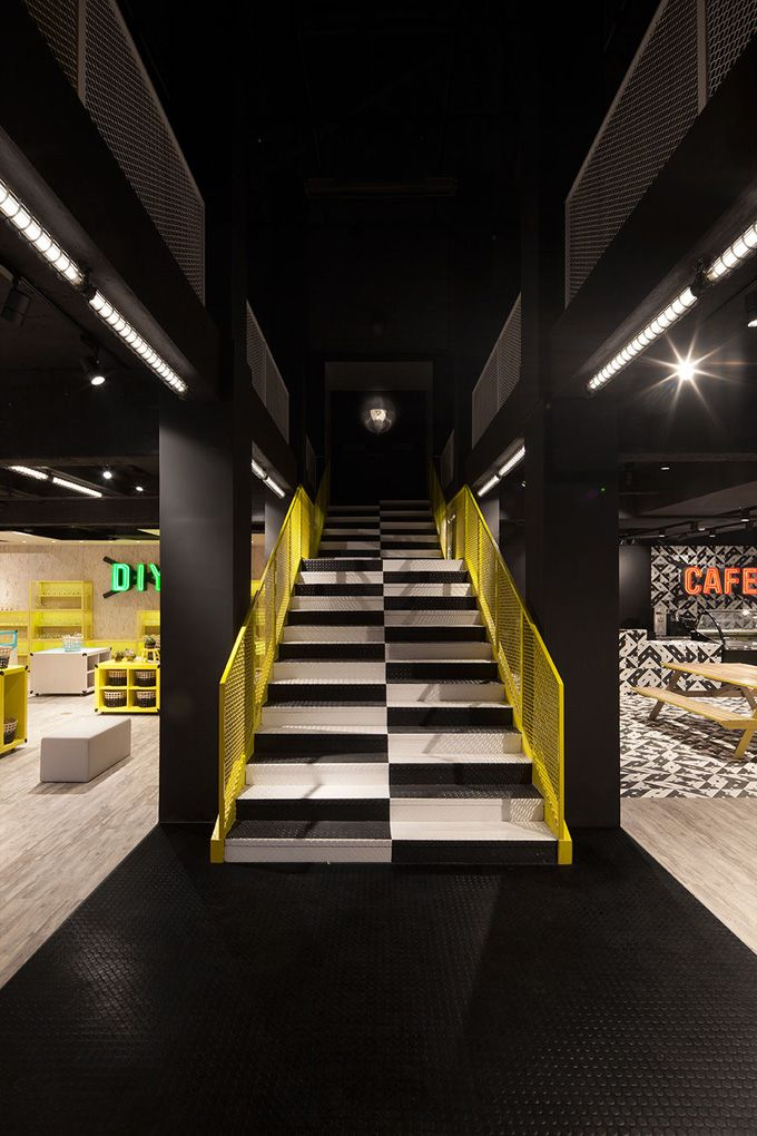 """""""Limited Colour palette: creates a theme, can be varied from stage to stage. Good longevity as the museum evolves. Very simple to achieve. Read: 'cost-saving + beautiful'."""" [Celeste] Kids Museum of Glass – Shanghai - The Cool Hunter"""