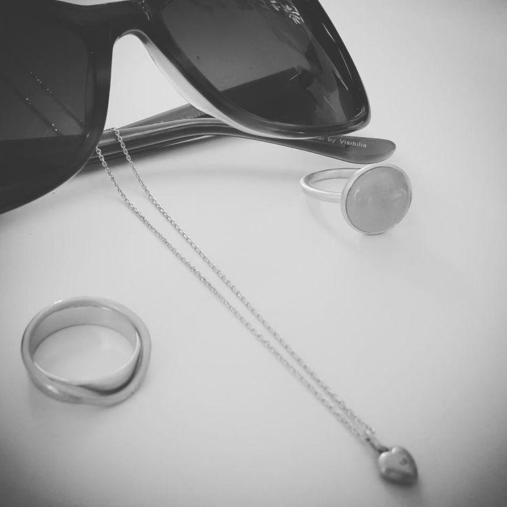 Sunglasses and beautiful summer jewelry. #hvisk #hviskstyling #hviskstylist #hviskjewellery #hviskbox #solbriller #sunglasses #ring #ringen #fingerring #fingerringe #ringe #halskæder #halskæde