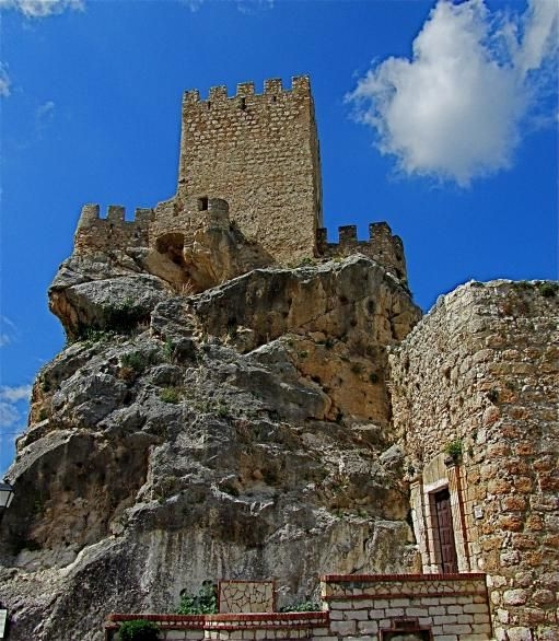 CASTLES OF SPAIN  - Castillo Palacio de Zuheros (Córdoba) fue construido sobre una roca, edificado durante la dominación árabe en el siglo IX. Tenía el nombre de Sujayra el cual es el motivo del nombre actual del pueblo Zuheros. Fue conquistado por el rey Fernando III el Santo y remodelado al estilo renacentista durante el siglo XV.  Esta fortaleza es un buen ejemplo de fortificación bajomedieval (siglo XII y mediados del XIII).
